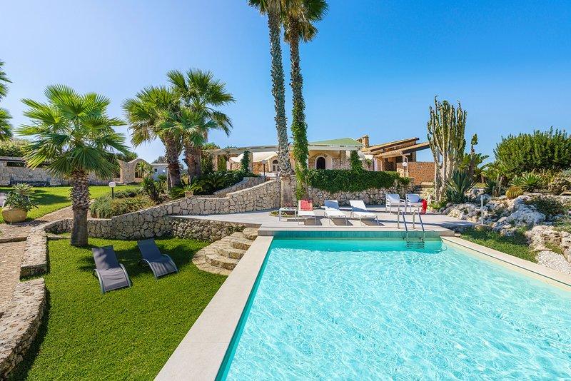 Plemmirio Villa Sleeps 8 with Pool and Air Con - 5824576, location de vacances à Plemmirio