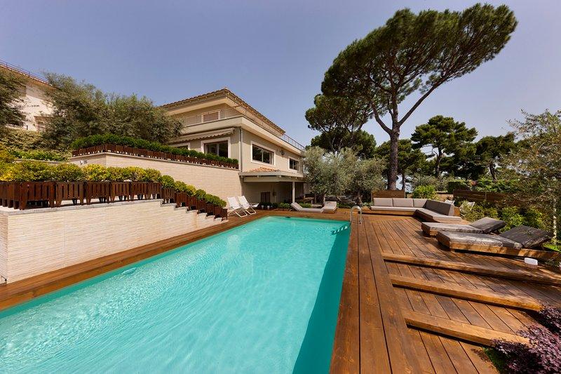 Sorrento Villa Sleeps 14 with Pool and Air Con - 5824575, alquiler vacacional en Priora
