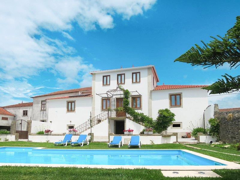 Prestar Villa Sleeps 10 with Pool and Air Con - 5823578, holiday rental in Travassos