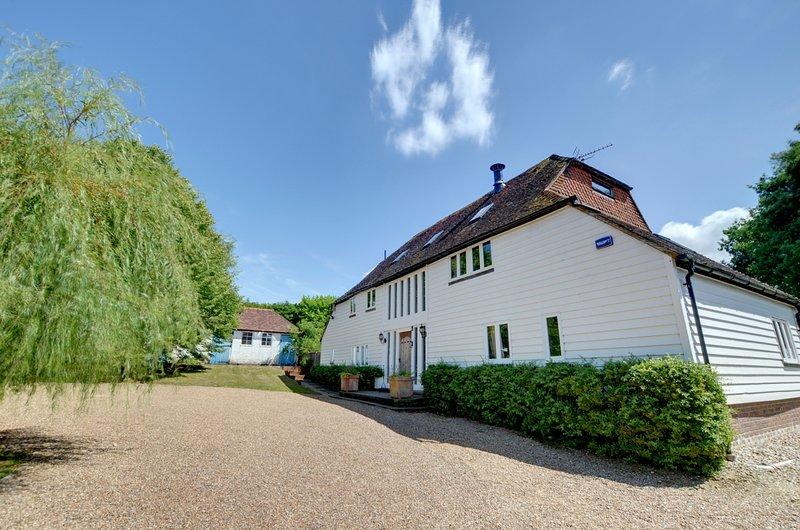 Sandhurst Villa Sleeps 16 with Pool - 5816161, vacation rental in Rolvenden
