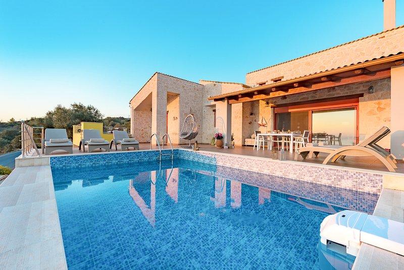 Varvara Villa Sleeps 4 with Pool and Air Con - 5824003, aluguéis de temporada em Skinaria