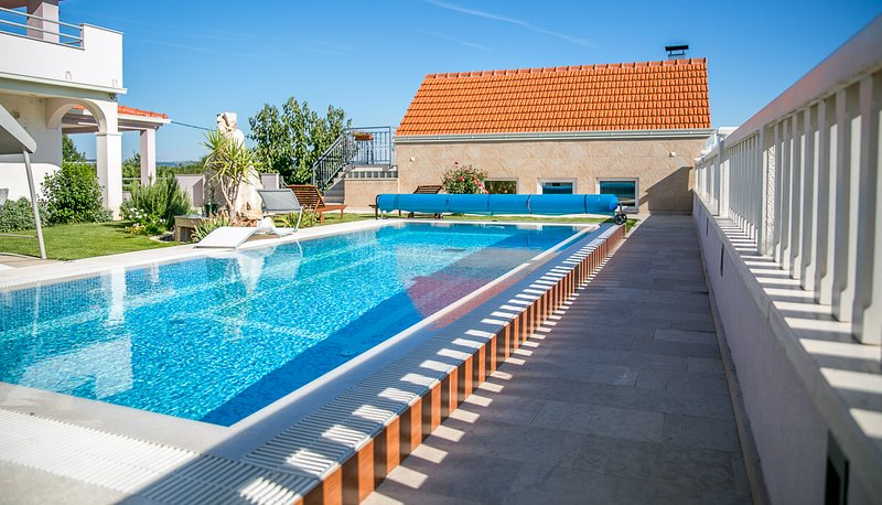 Kresevo Villa Sleeps 10 with Pool and Air Con - 5823556, holiday rental in Cista Provo
