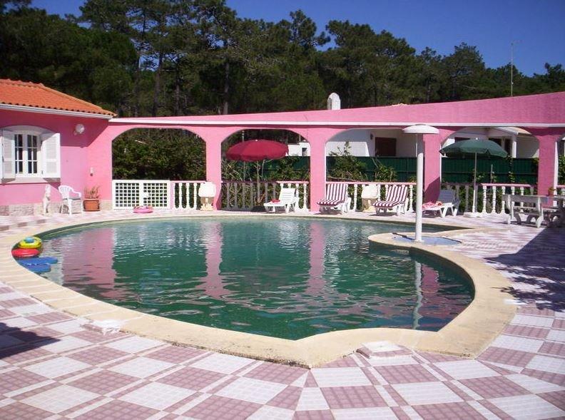 Amazing apartment with shared pool, alquiler de vacaciones en Magoito