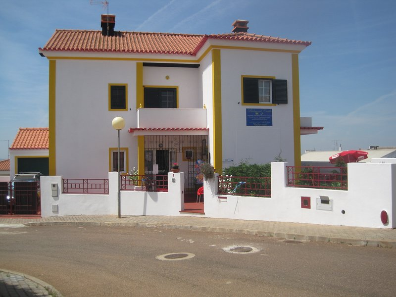 Amazing house with garden & balcony, holiday rental in Alandroal