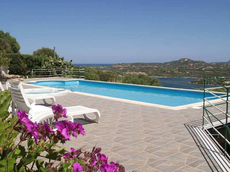 Nice apt with pool access & terrace, vacation rental in Cugnana Verde
