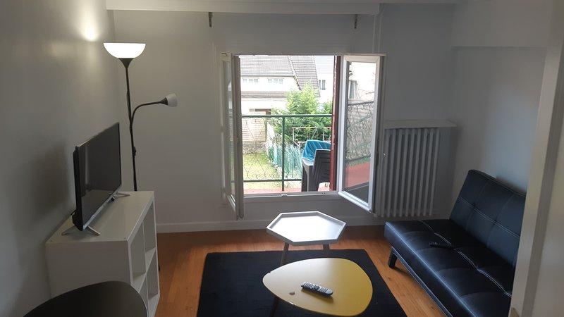 Beautiful house with garden & Wifi, location de vacances à Ville de Chantilly