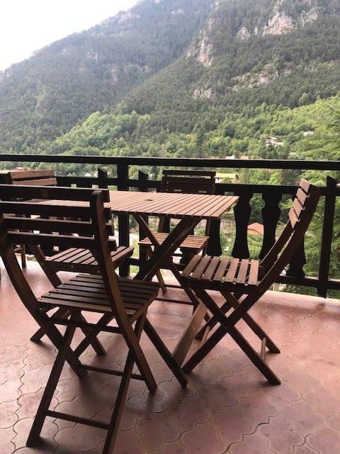 Amazing house with terrace & Wifi, casa vacanza a Bairols