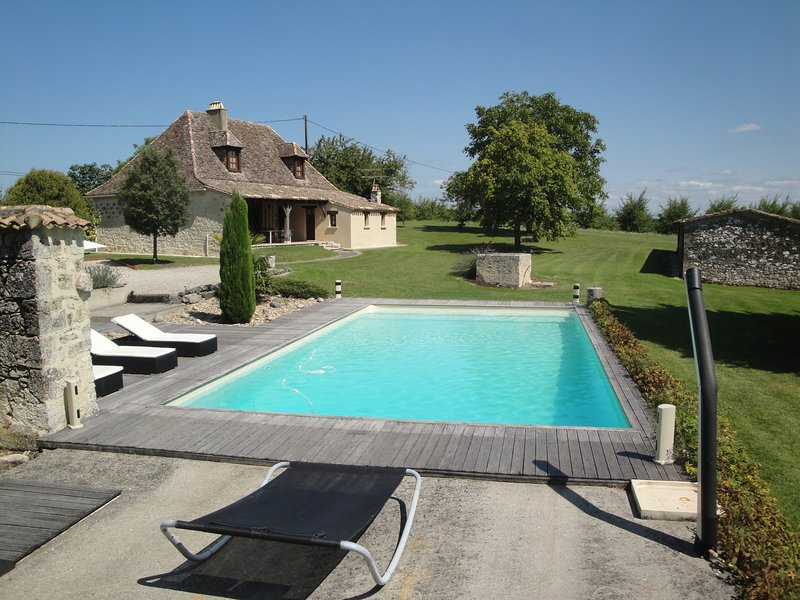 Amazing villa with swimming-pool, vacation rental in Labouquerie