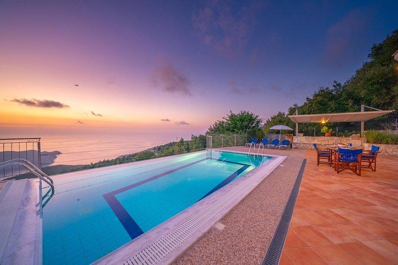 Defaranata Villa Sleeps 6 with Pool Air Con and WiFi - 5822387, alquiler de vacaciones en Assos
