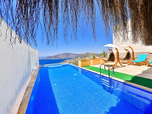 Spacious villa with swimming-pool, holiday rental in Bezirgan