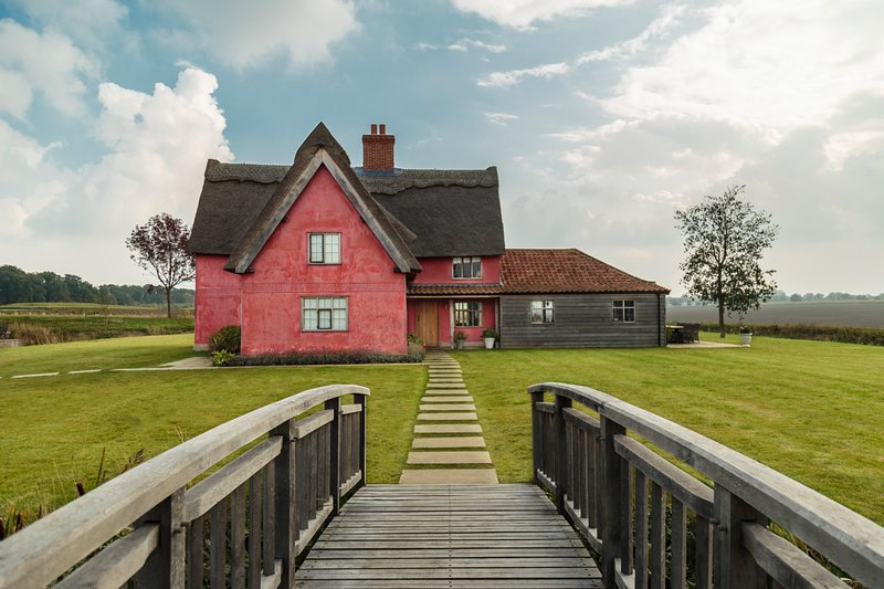 Cookley Villa Sleeps 12 with Pool - 5821022, vacation rental in Badingham