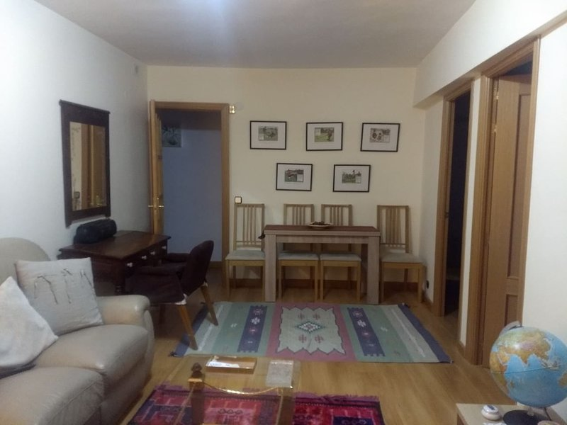Beautiful apartment with terrace, alquiler de vacaciones en Camarena