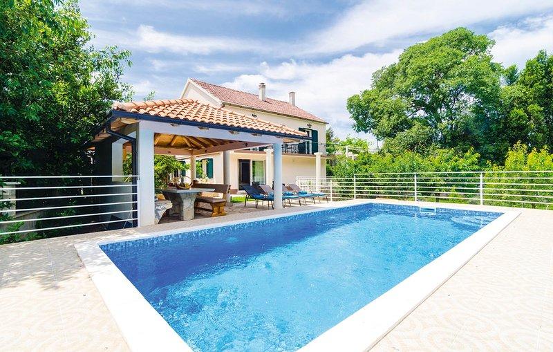 Zvinje Villa Sleeps 8 with Pool and Air Con - 5757163, casa vacanza a Zvinje