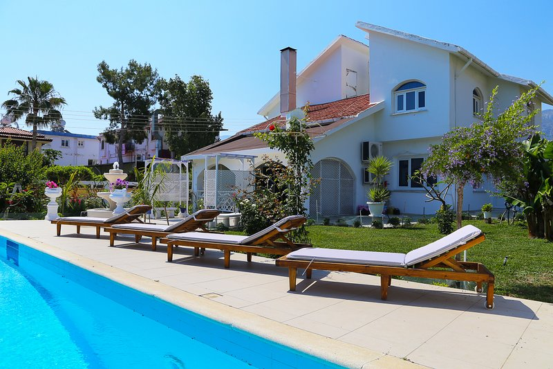 Templos Villa Sleeps 8 with Pool and Air Con - 5821011, location de vacances à Edremit (Trimithi)