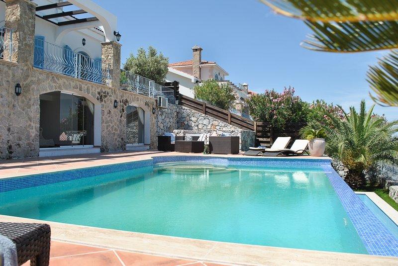 Templos Villa Sleeps 8 with Pool and Air Con - 5820944, holiday rental in Zeytinlik