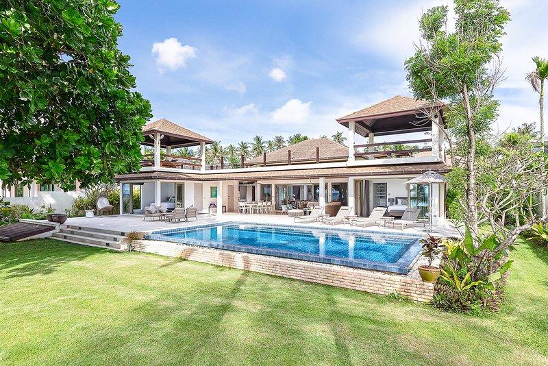 Hat Yai Villa Sleeps 10 with Pool and Air Con - 5819838, Ferienwohnung in Khok Kloi