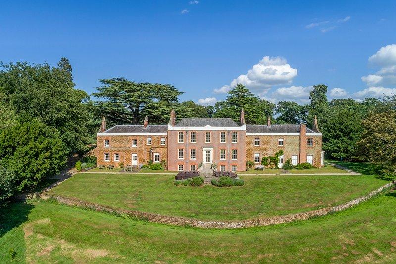 Ingoldisthorpe Chateau Sleeps 20 - 5217606, holiday rental in Dersingham