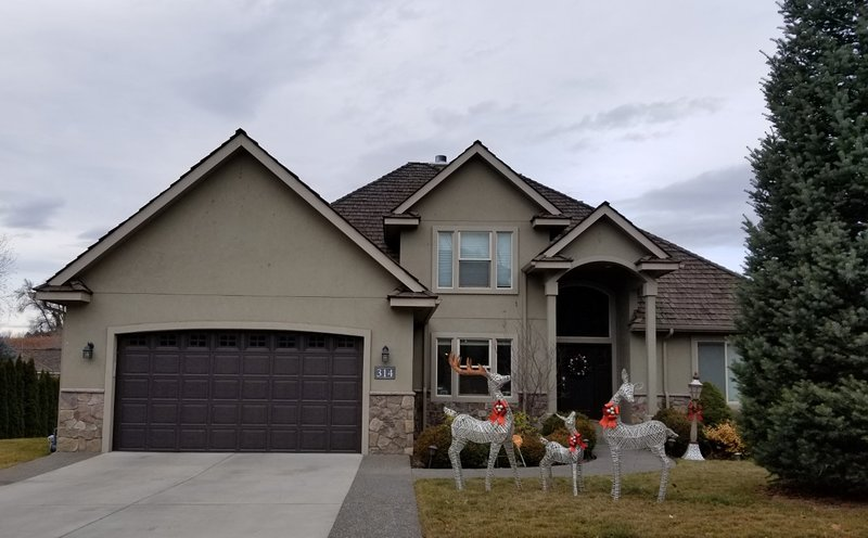 Yakima West Valley Contemporary Unit with Two Suites, vacation rental in Moxee