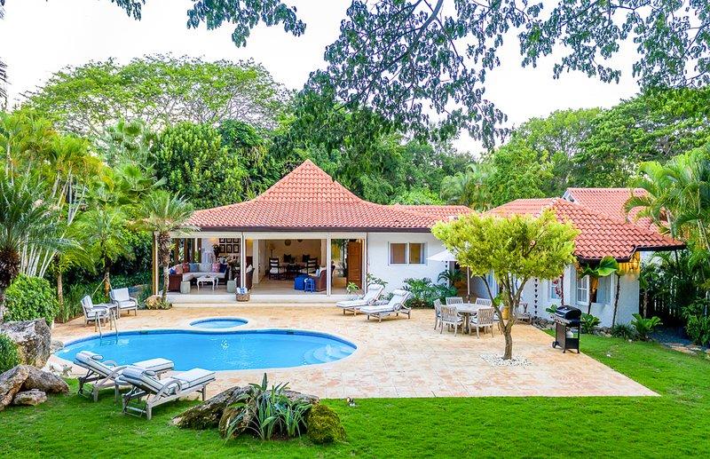 Las Minas Villa Sleeps 8 with Pool and Air Con - 5819942, location de vacances à Altos Dechavon