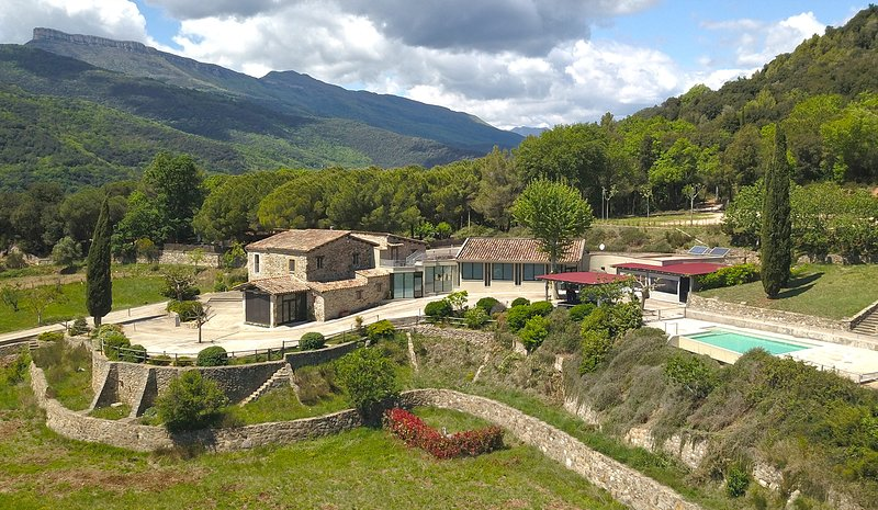 MASIA D'AMER - Complejo rural ideal para grupos hasta 16 personas, holiday rental in Sant Esteve de Llemena