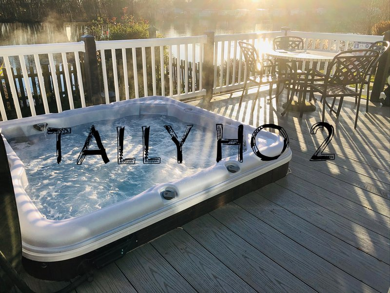 Tally Ho 2 Luxury let Prime lakeside location with hot tub and private fishing, vacation rental in Tattershall