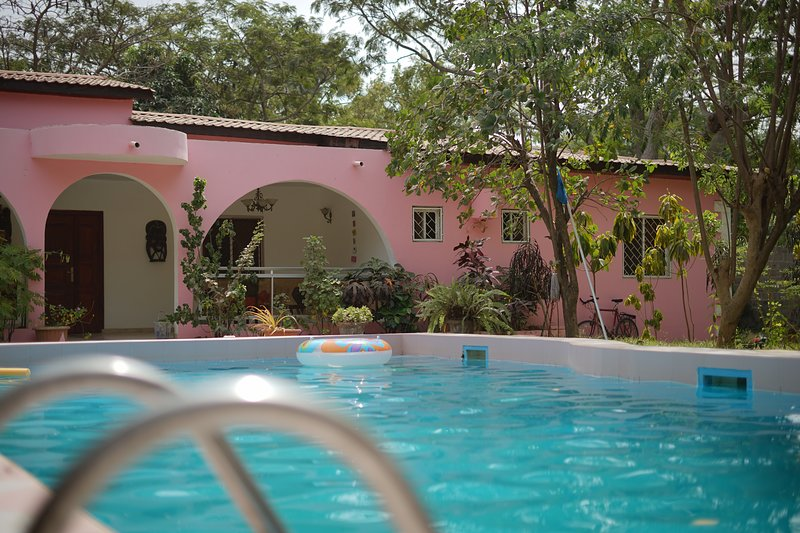 Villa Amarant - Private Garden with Pool Retreat, holiday rental in Tujereng