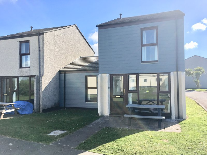 PERRANPORTH 3 bedrooms -AMAZING  VALUE - free facilities, vacation rental in Mount Hawke