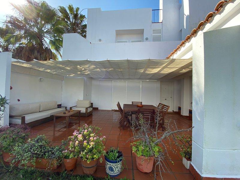 Casa Loma Santi Petri, Piscina,Padel,Ideal Familia,Playa 1 Km, alquiler de vacaciones en Novo Sancti Petri