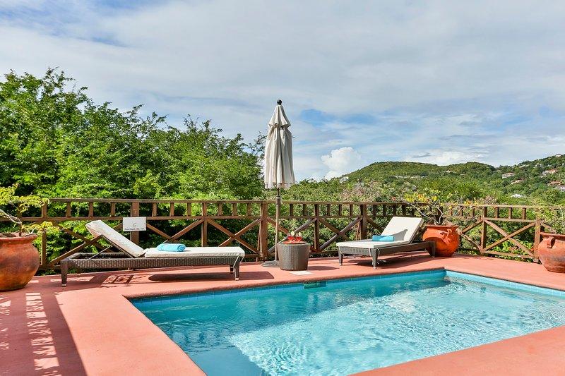 Cap Estate Villa Sleeps 4 with Pool and Air Con - 5700716, aluguéis de temporada em Cas En Bas