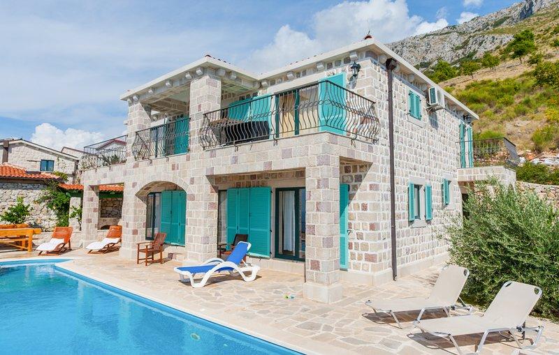 Rijeka Rezevici Villa Sleeps 9 with Pool and Air Con - 5813456, holiday rental in Katun