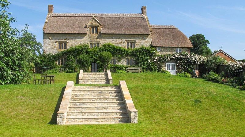 Pilsdon Villa Sleeps 12 - 5817783, location de vacances à Shave Cross