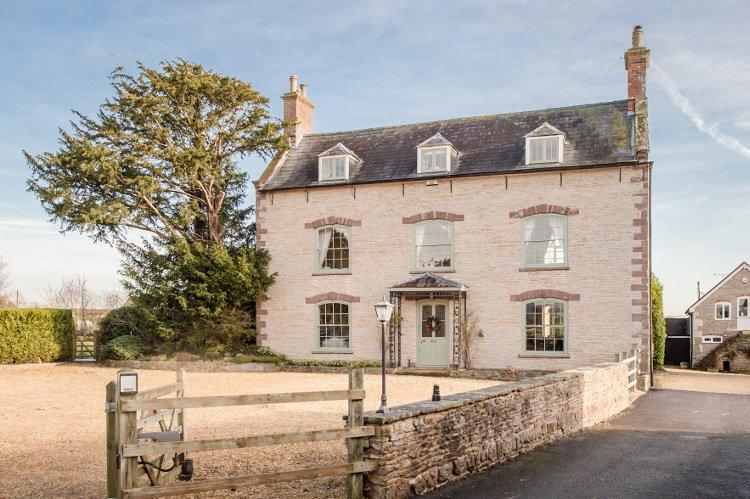 Westbury on Severn Villa Sleeps 22 - 5644600, holiday rental in Whitminster