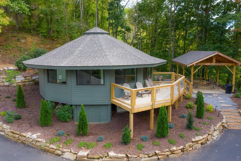 Springdale Treehouse Lodging 1, holiday rental in Canton