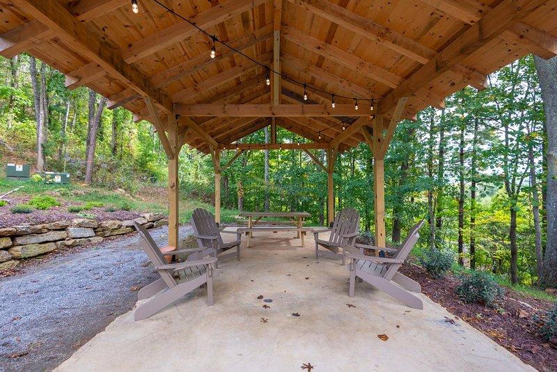 Springdale Treehouse Lodging 4, casa vacanza a Canton