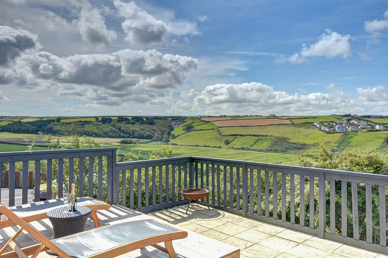 Mawgan Porth Villa Sleeps 8 - 5816225, location de vacances à St. Mawgan
