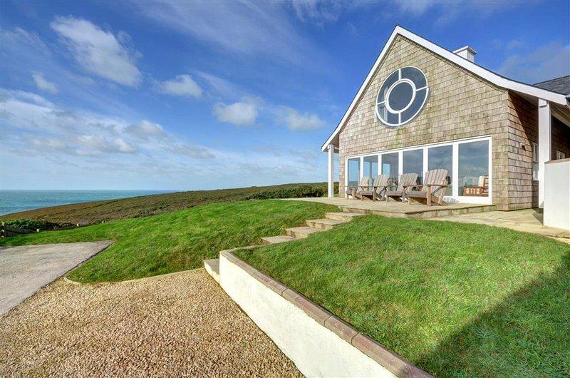 East Cliff Villa Sleeps 8 - 5816160, holiday rental in Porthtowan