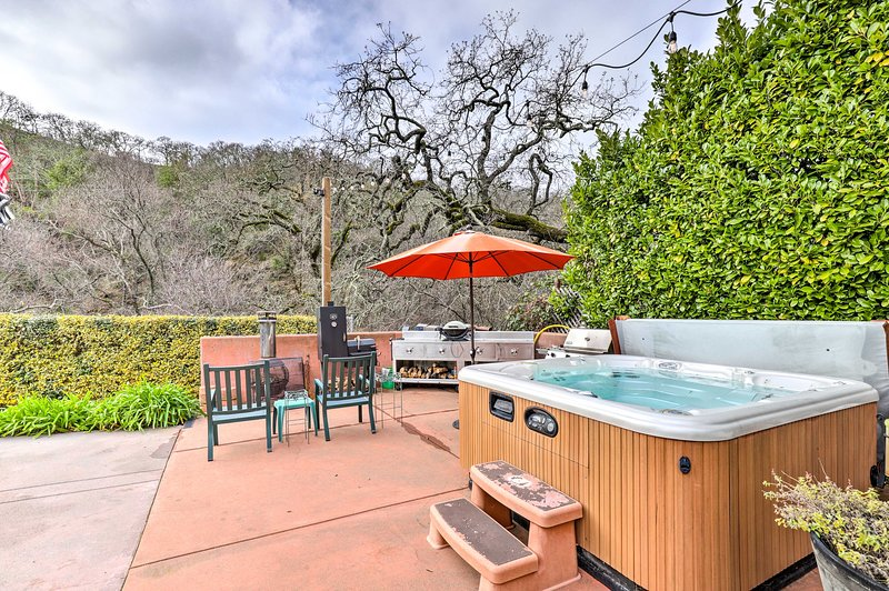 Wine Country Retreat at Private Creekside House!, location de vacances à Glen Ellen
