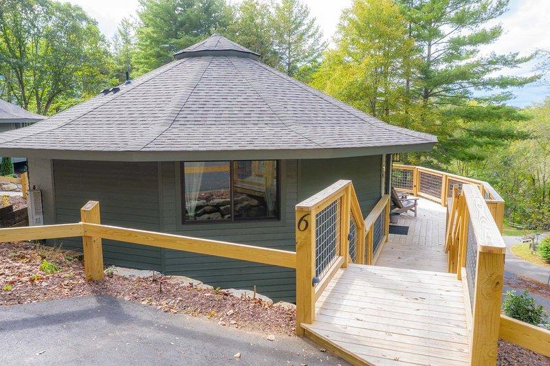 Springdale Treehouse # 6, casa vacanza a Canton