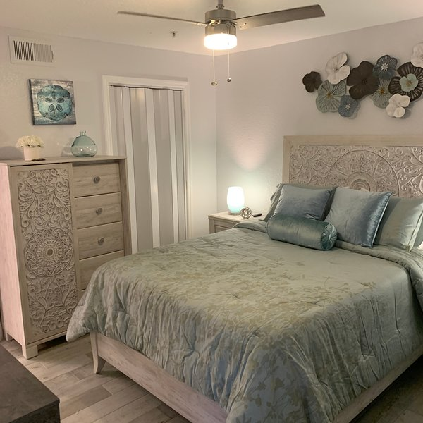 1/1 Condo just 7 Miles from Disney! Completely remodeled with all new furnishing, holiday rental in Kissimmee