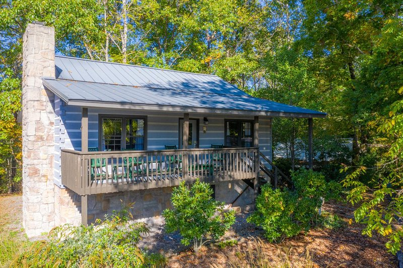 Walnut Country Cottage Lodging, casa vacanza a Canton
