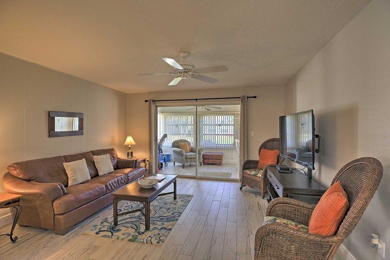 NEW! Villa w/ Pool, Walk to Stunning Siesta Key!, vacation rental in Gulf Gate Branch