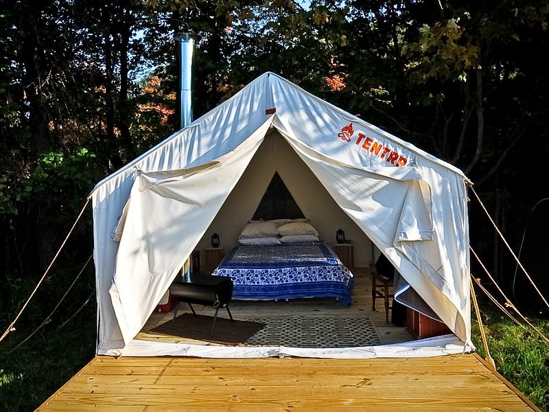 Tentrr - Pasture Paradise Camp at Parkwood Farm, vacation rental in Oneida