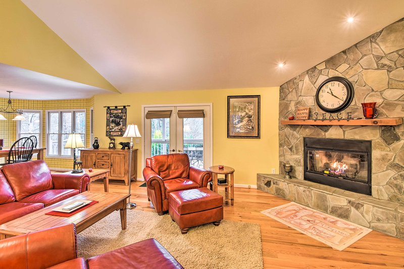 NEW! Sky Valley Retreat w/View, 10Mi to Black Rock, holiday rental in Sky Valley