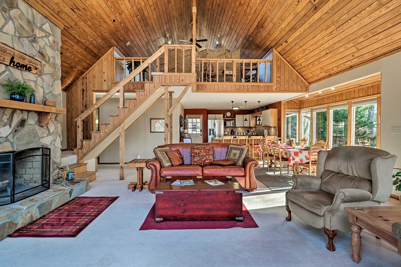 Spacious Lake Sinclair A-Frame w/Boat Dock & Slip!, vacation rental in Milledgeville