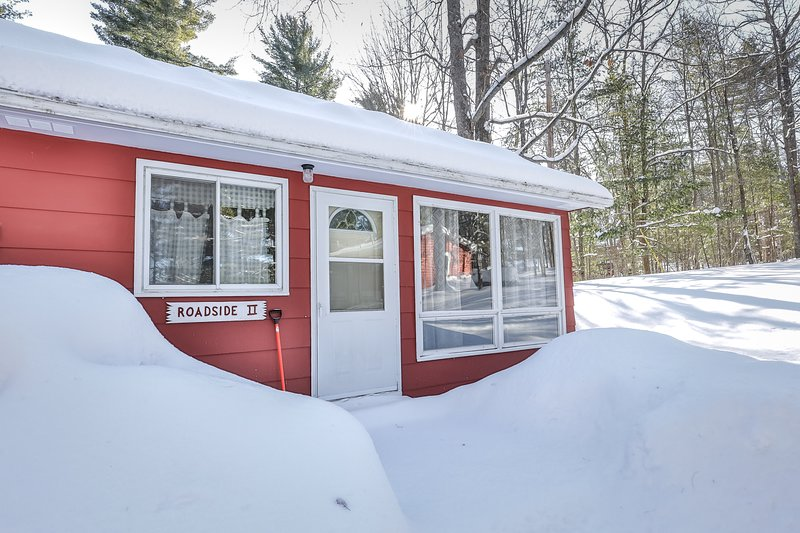 New listing! Family-friendly lake view house with dock - snowbirds welcome!, location de vacances à Lake Tomahawk
