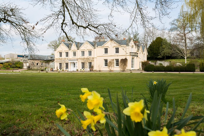 Llyswen Chateau Sleeps 18 - 5675788, location de vacances à Glasbury-on-Wye