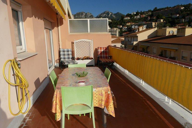 MAGNIFIQUE 2 PIECES A 50 M DES PLAGES PRINCIPALES ET AU COEUR DE MENTON, vacation rental in Monaco-Ville