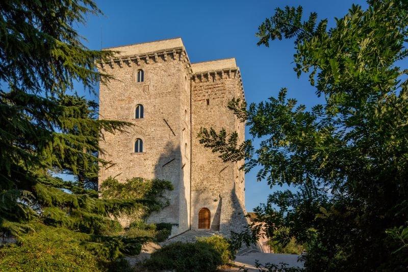 Frontignano Villa Sleeps 12 with Pool Air Con and WiFi - 5825608, aluguéis de temporada em Grutti