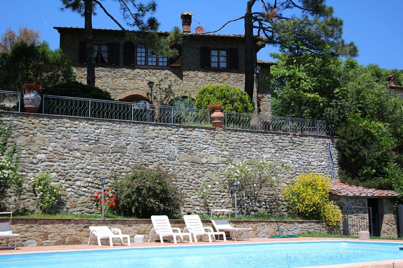 Palazzuolo Alto Villa Sleeps 6 with Pool - 5825602, holiday rental in Rapale