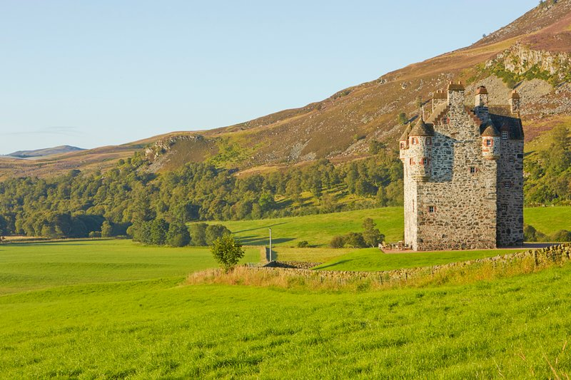 Montrose Chateau Sleeps 16 - 5217545, holiday rental in Kirkmichael